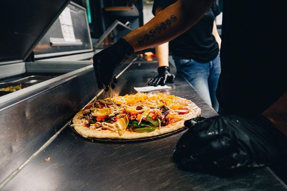 Sidelines Pizzeria: 722 Main St, Klamath Falls, OR
