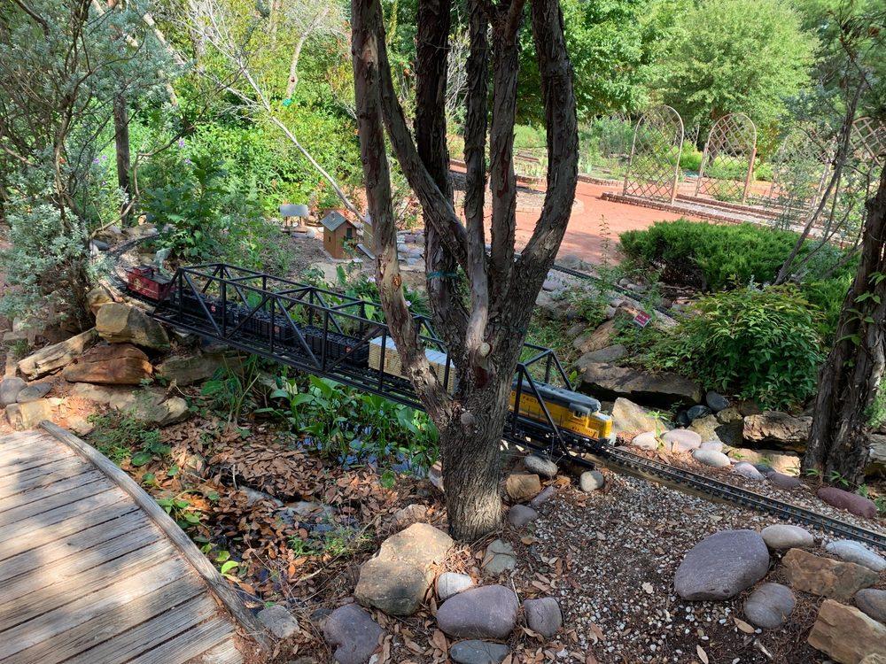 Clark Gardens: 567 Maddux Rd, Weatherford, TX