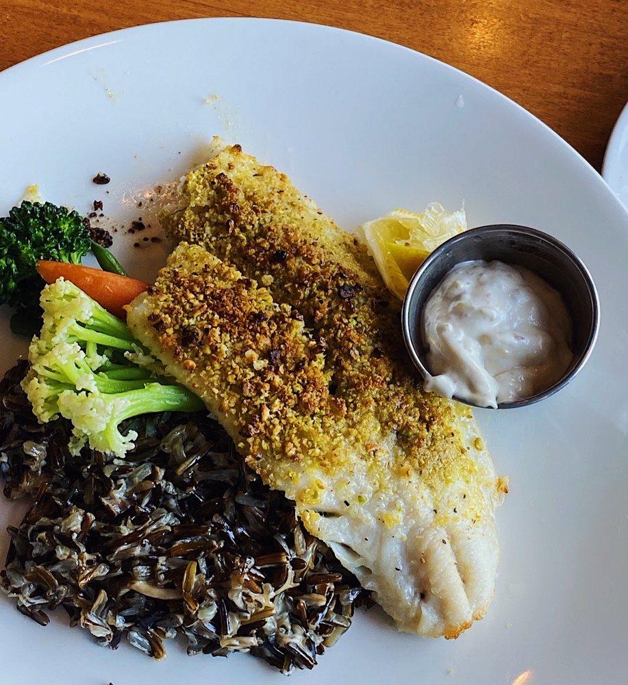Bar Harbor Supper Club: 8164 Interlachen Rd, Nisswa, MN