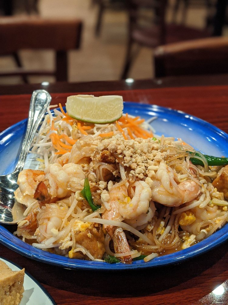Naha Thai Restaurant: 4555 Highway 6, Sugar Land, TX