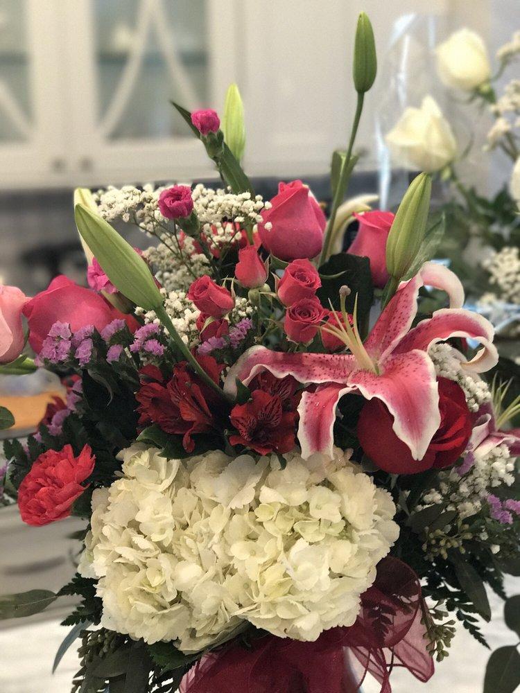 Perry's Florist: 660 Harristown Rd, Glen Rock, NJ