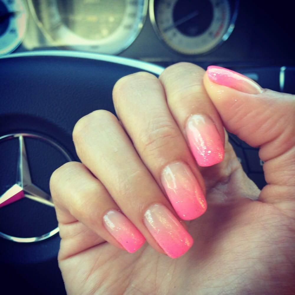 Nail 2000: Pink Ombre Nails With Glitter