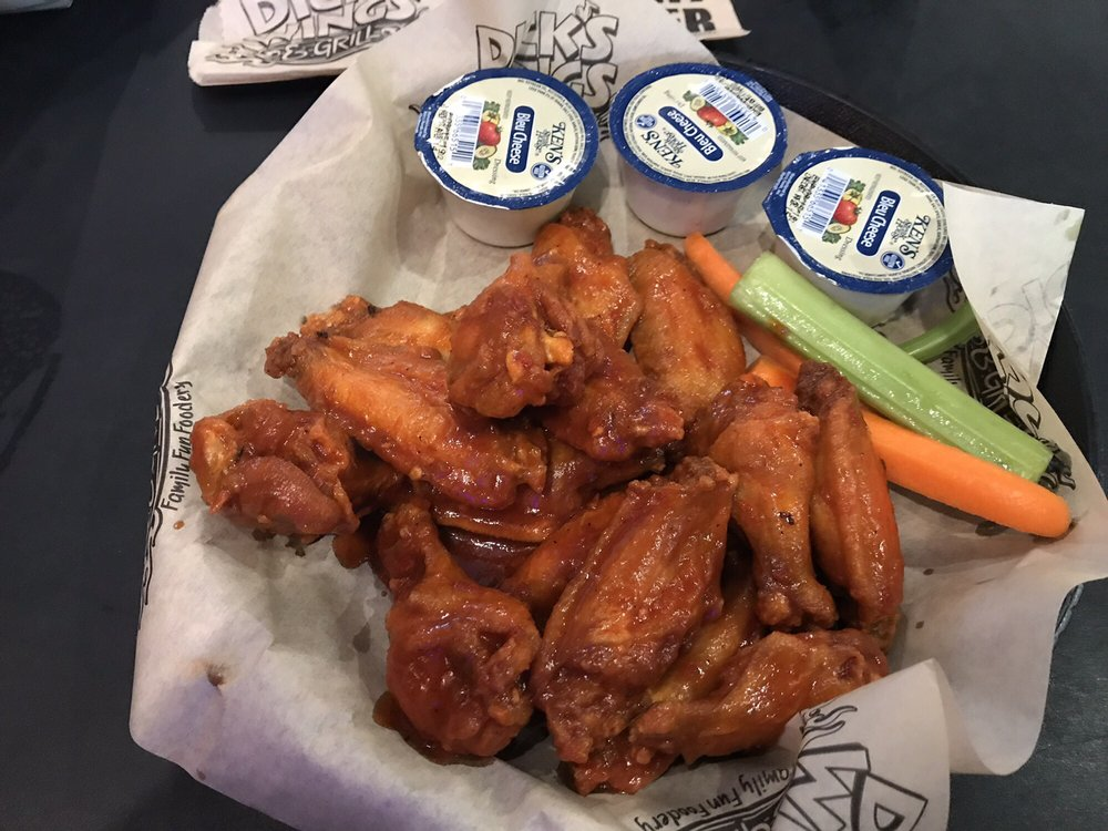 Dick's Wings & Grill - Hazelhurst: 11 W Coffee St, Hazlehurst, GA