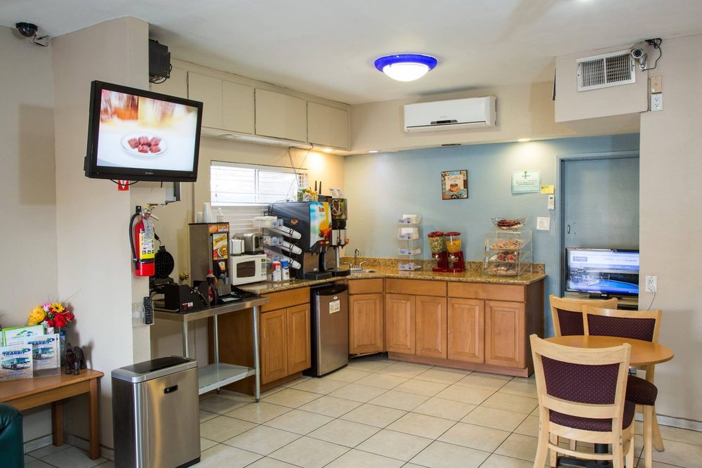 Townhouse Inn & Suites: 135 Main St, Brawley, CA