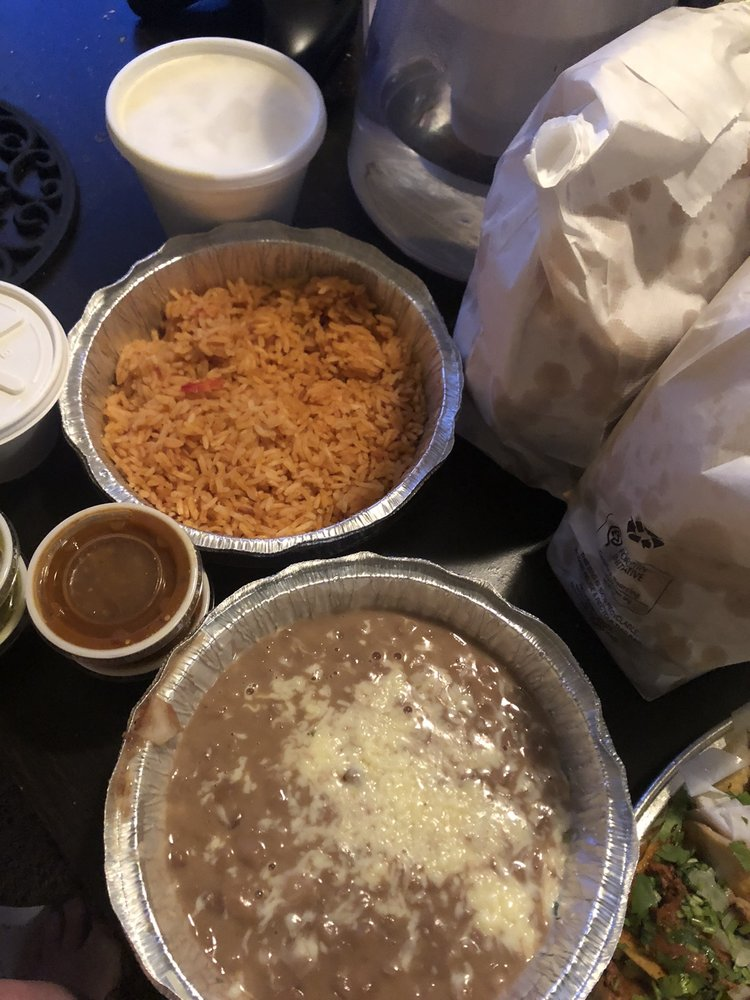 Food from El Comal Taqueria