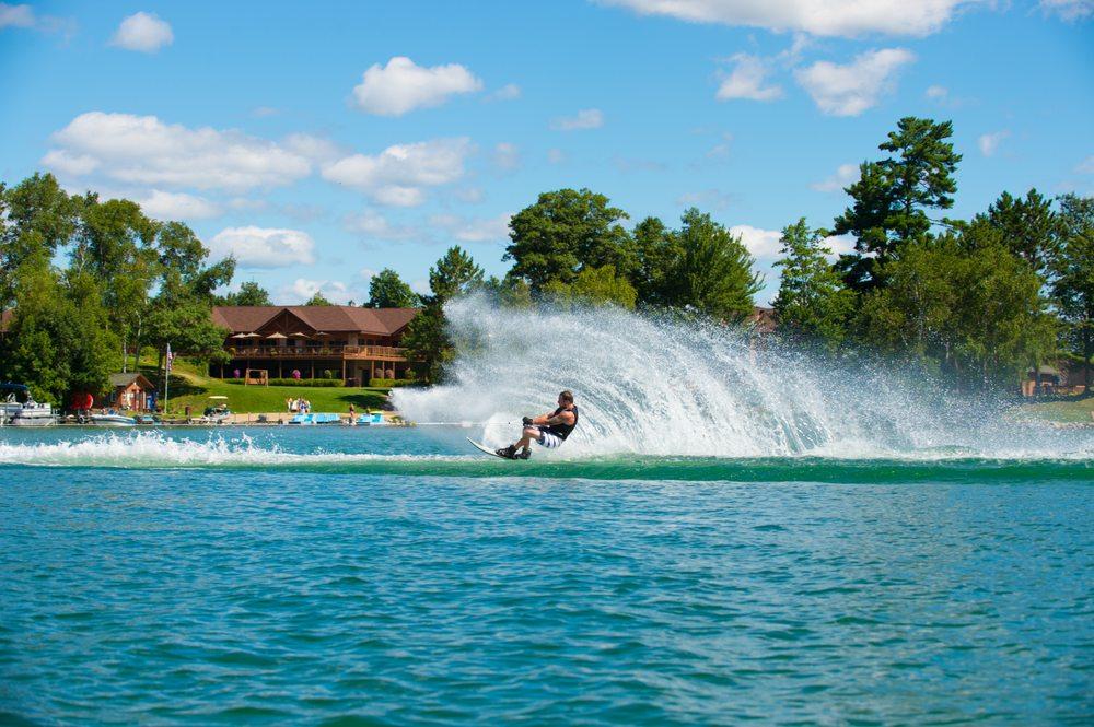 Sugar Lake Lodge: 37584 Otis Ln, Cohasset, MN