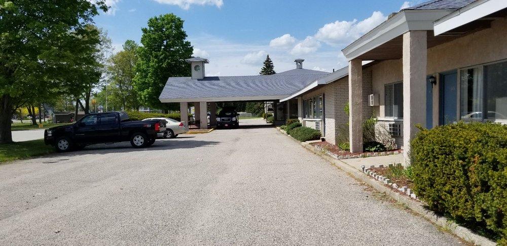 Lake Cadillac Resort: 6319 East M-115, Cadillac, MI