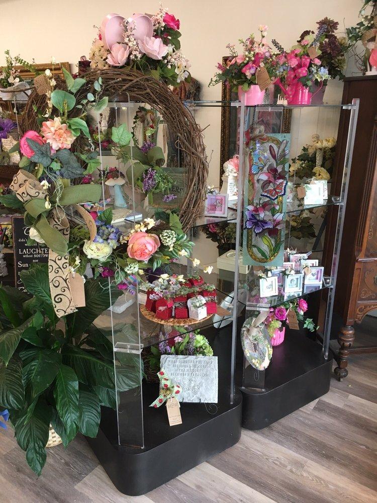Mt. Washington Florist: 145 N Bardstown Rd, Mount Washington, KY