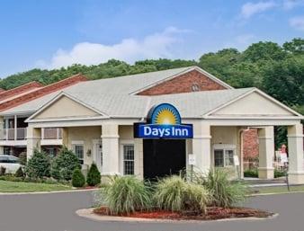 Days Inn by Wyndham KU Lawrence: 730 South Iowa Street, Lawrence, KS