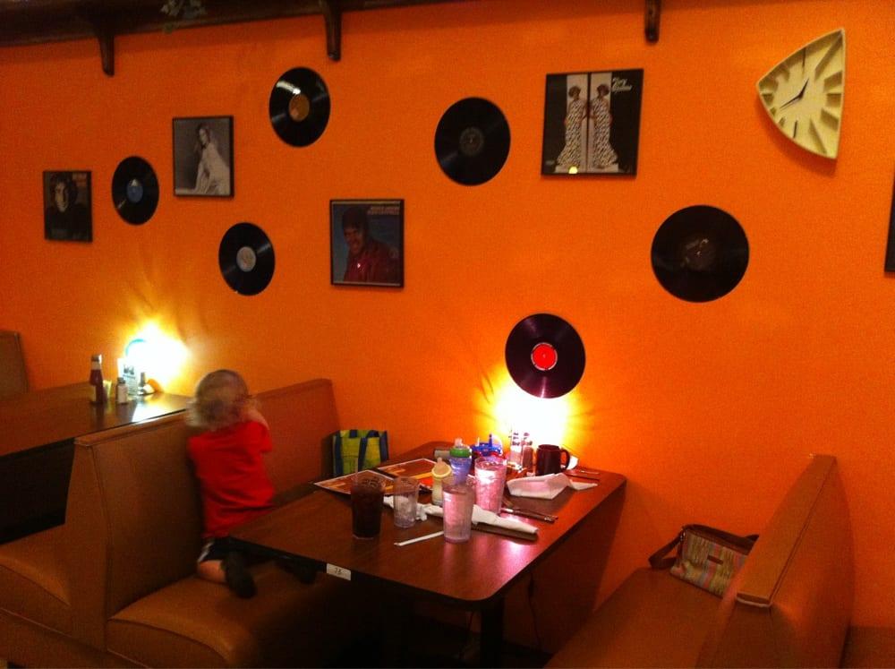 Decades Restaurant: Magnolia Mall, Magnolia, KY