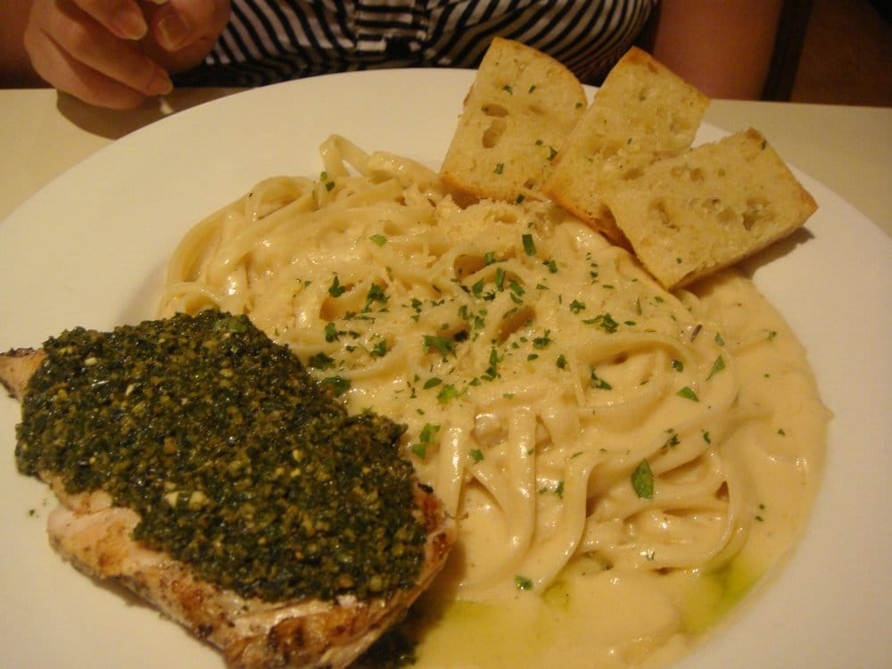 ... grilled chicken with fettuccine alfredo and garlic bread... (heavenly