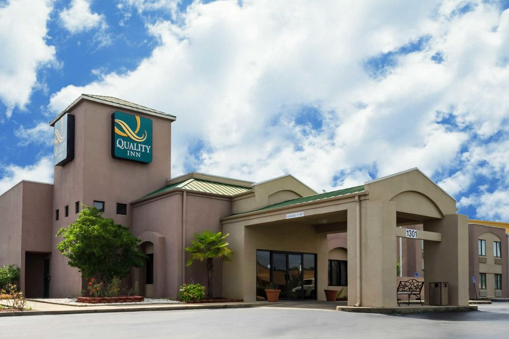 Quality Inn: 1301 Hamilton Ave, Meridian, MS