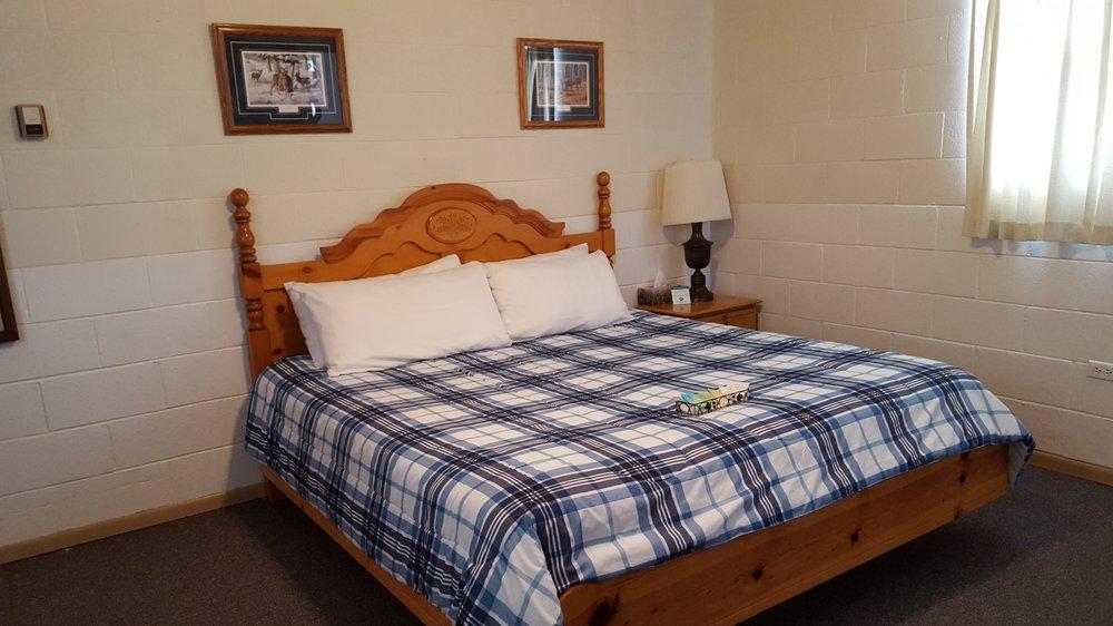 Beaver Creek Inn: 273 S Reynolds, Dubois, ID