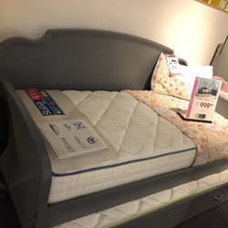 rooms to go colonial 14 photos 21 reviews furniture stores 5200 e colonial dr orlando. Black Bedroom Furniture Sets. Home Design Ideas