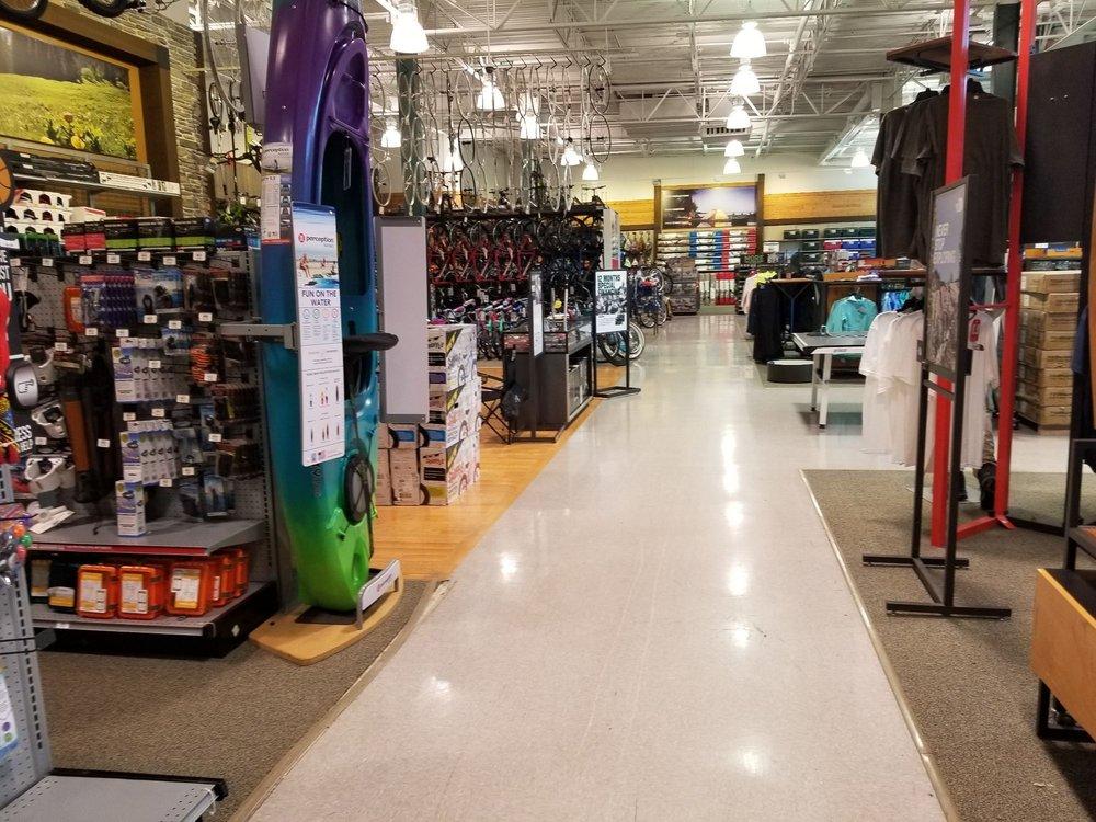 DICK'S Sporting Goods: 64 Serramonte Ctr, Daly City, CA