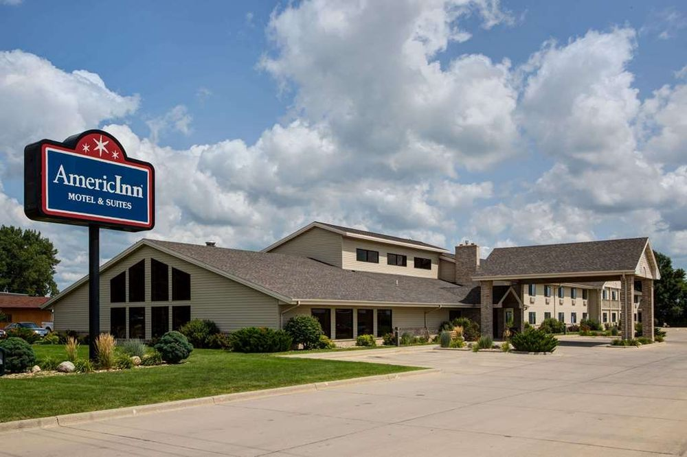 AmericInn by Wyndham Iowa Falls: 810 South Oak Street, Iowa Falls, IA