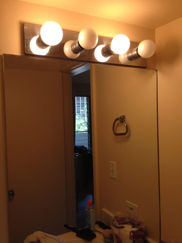Room 403 bathroom yelp for Kuhio motors service department