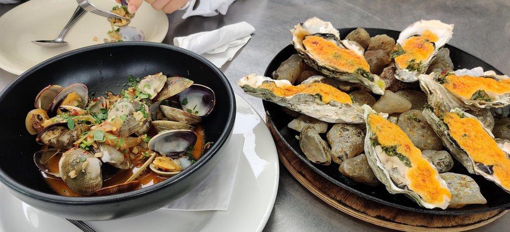 The Schooner Restaurant & Lounge: 2065 Boat Basin Rd, Netarts, OR