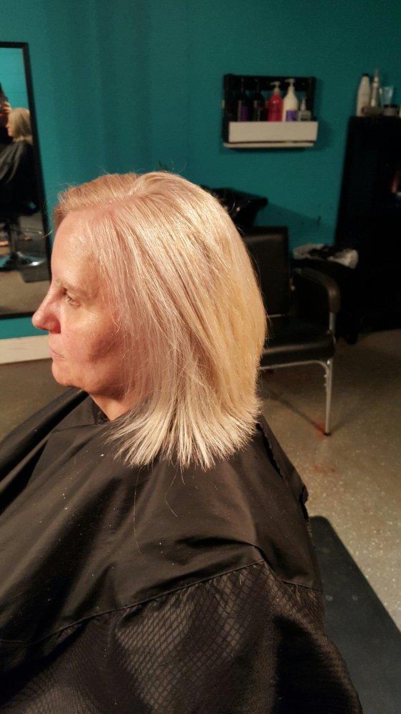 Sarah's Salon and Spa: 4410 Peach Grove Rd, Tuscaloosa, AL