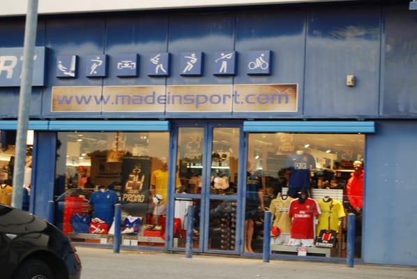 Made in sport sports wear en face de carrefour vitrolles bouches du rh - Made in sport vitrolles ...