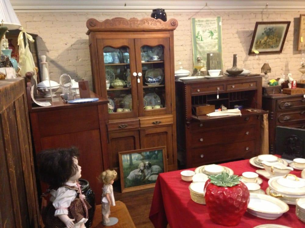 Antiques On Main: 143 W Main St, Ashland, OH