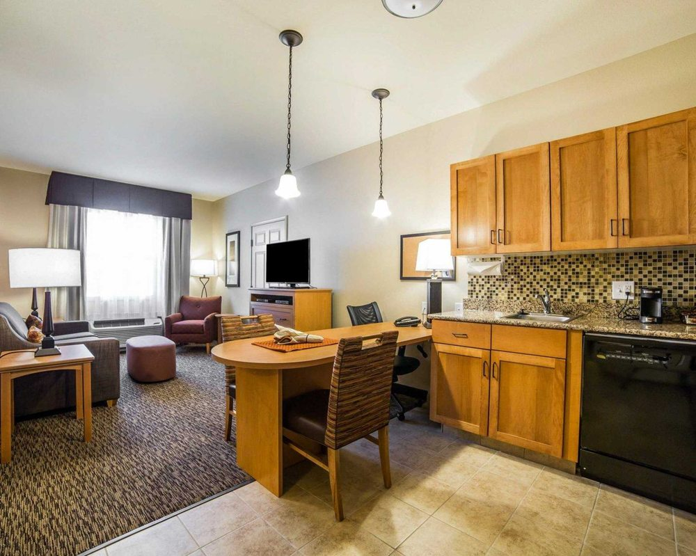 MainStay Suites: 1000 3rd St NW, Sidney, MT