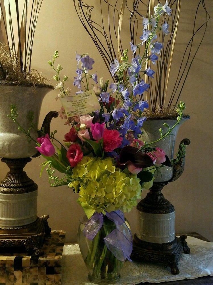 Four Seasons Florist: 2141 Wilma Rudolph Blvd, Clarksville, TN