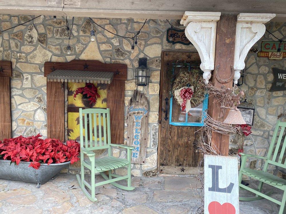 Rio Cafe: 607 N Flores St, Rio Grande City, TX