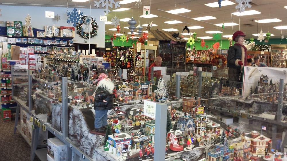 Photos for Robert's Christmas Wonderland - Yelp