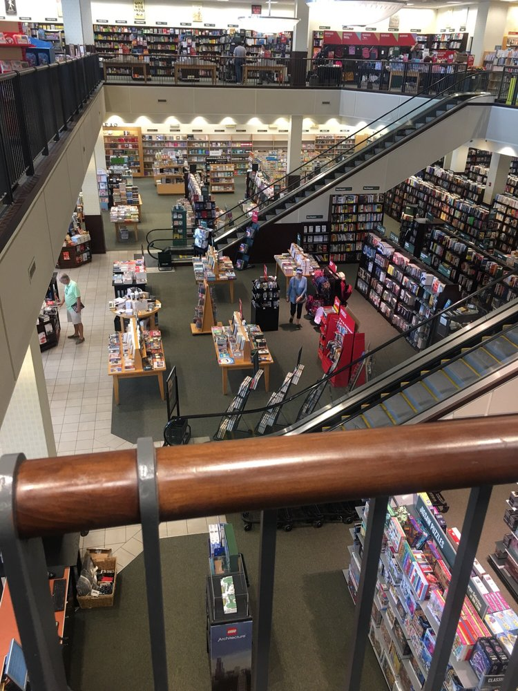 Barnes & Noble: 91 Old Country Rd, Carle Place, NY