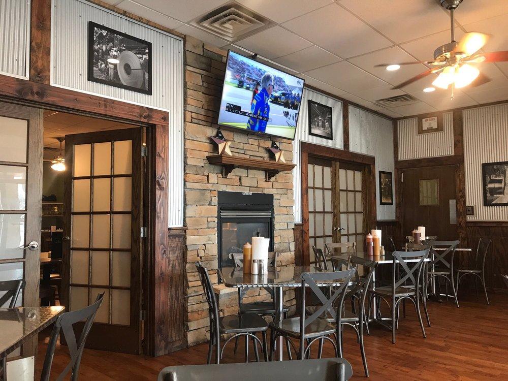 Steel City Smokehouse: 3 American Village, Granite City, IL