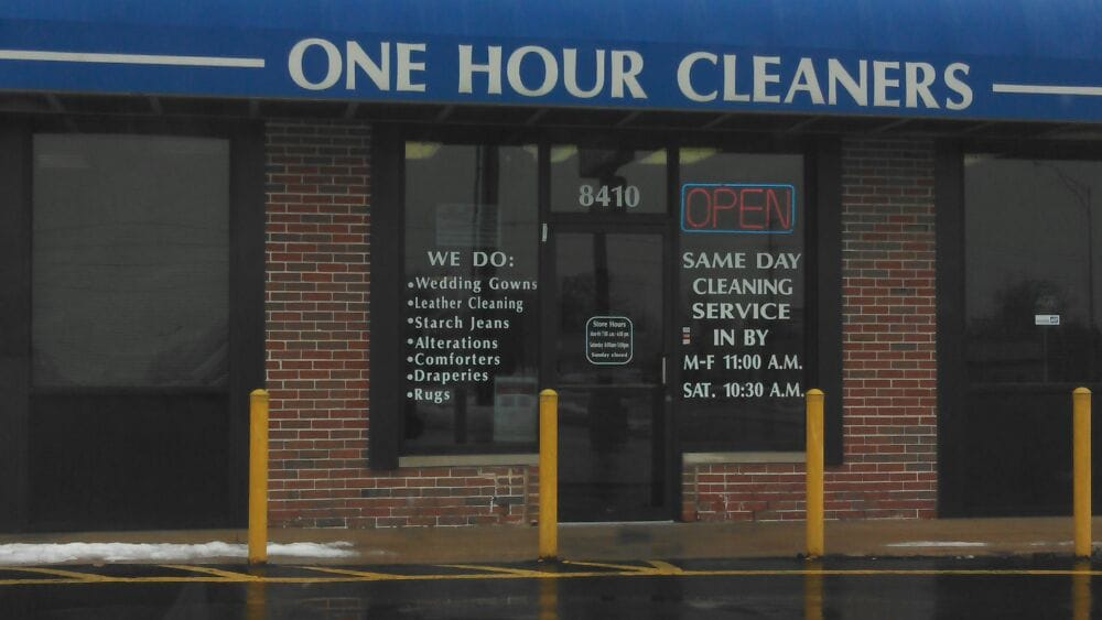 One Hour Cleaners: 8410 Pershall Rd, Hazelwood, MO