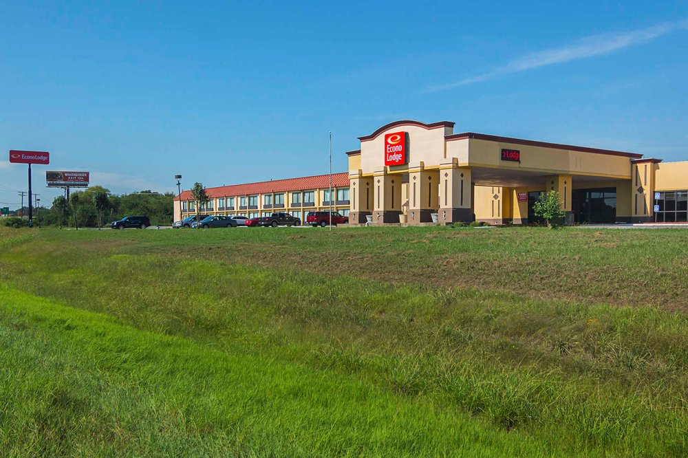 Econo Lodge: 1495A Industrial Drive East, Sulphur Springs, TX