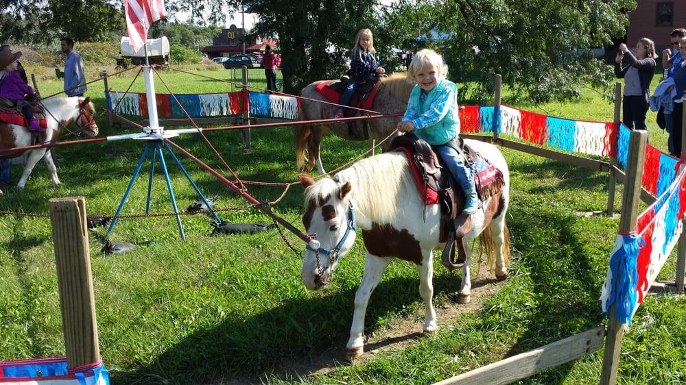 LaRue's Little Horse Ranch Pony Rides: 1557 County Rd E, Scribner, NE