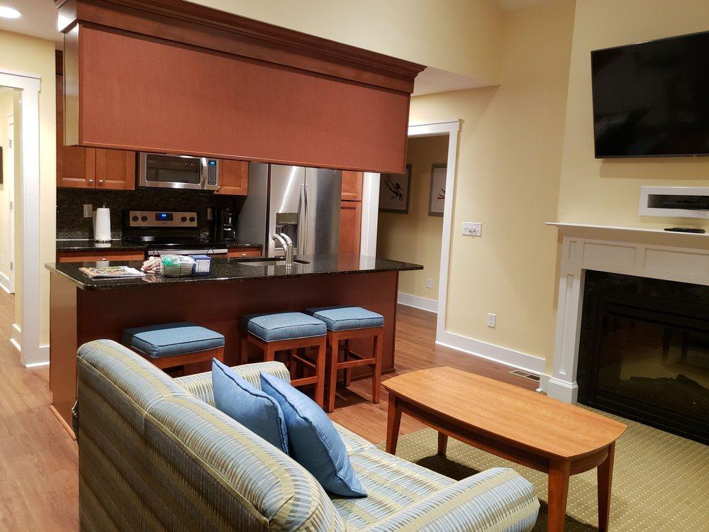 Regal Vistas: 1822 Resort Dr, McGaheysville, VA