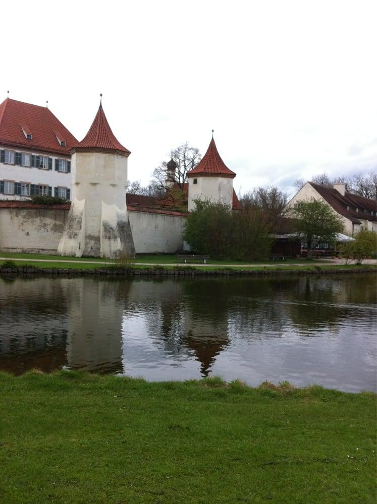 Sehr romantisch am See kann man hier seinen Empfang machen!:) - Yelp