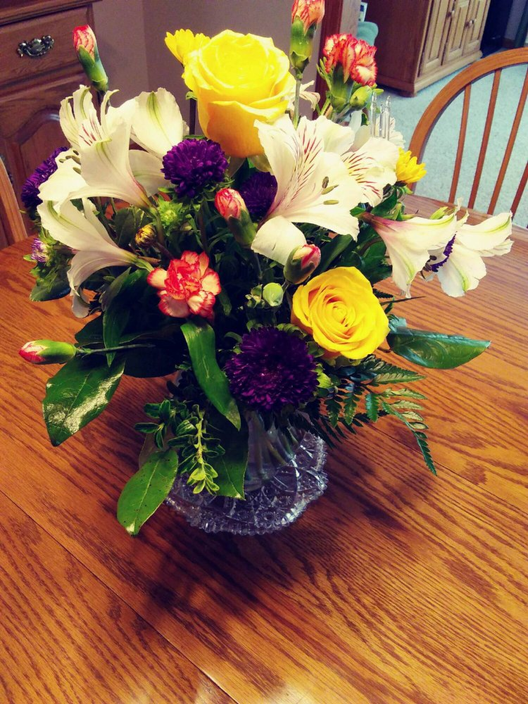 Flowers By Ruzen: 520 Washington Rd, Newton, KS