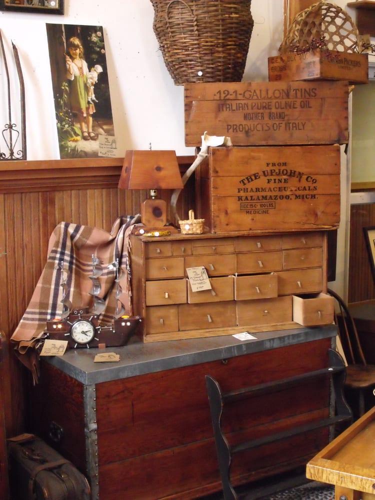 Apple Pie Antiques: 811 E Main St, Cottage Grove, OR