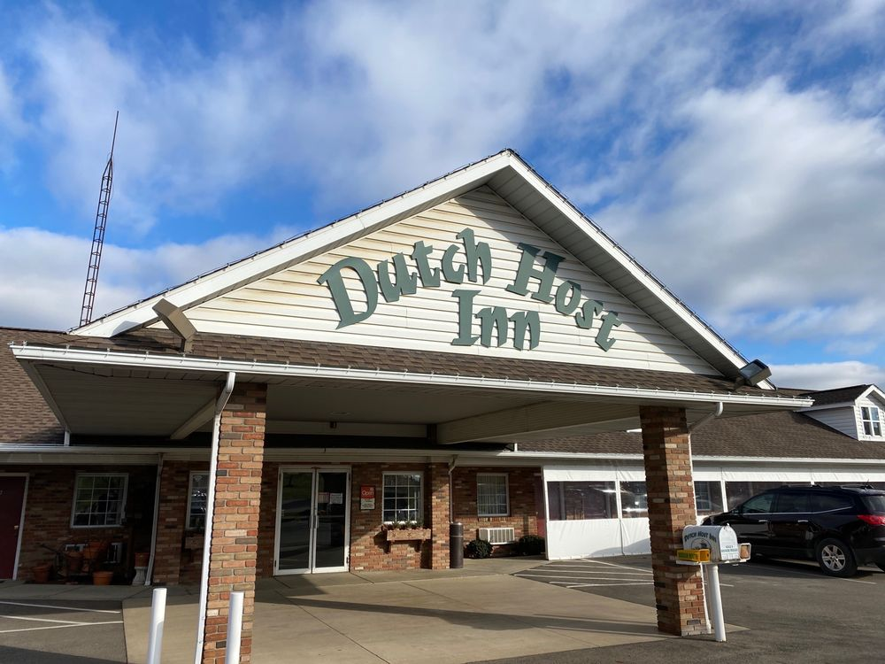 Dutch Host Inn: 1021 Dover Rd NE, Sugarcreek, OH