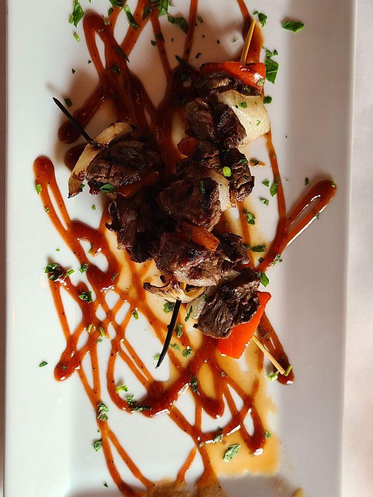 Tweeds Restaurant & Buffalo Bar: 17 E Main St, Riverhead, NY