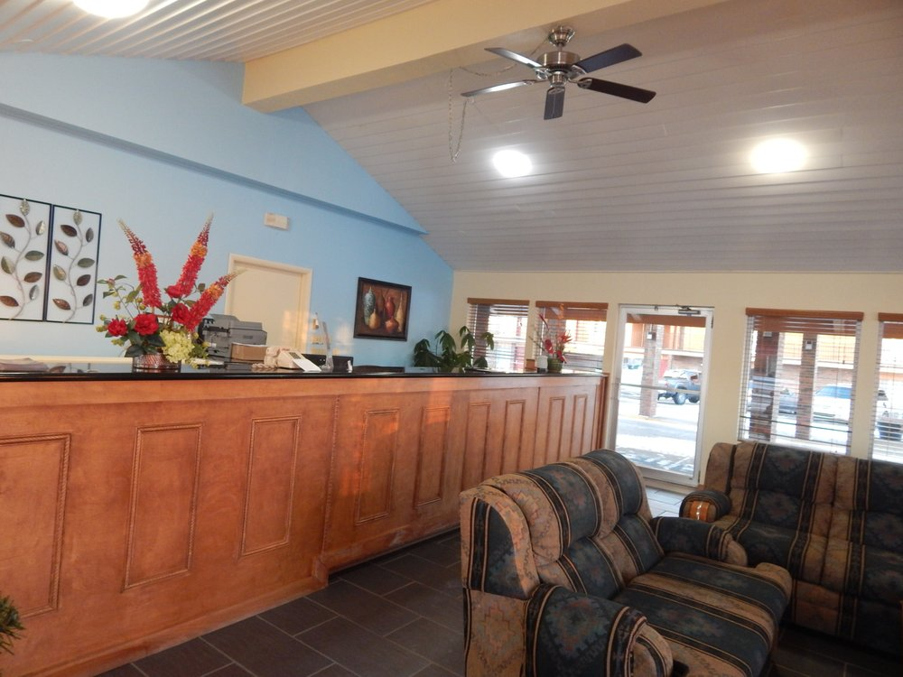 Regency Inn: 14 N State St, Iola, KS