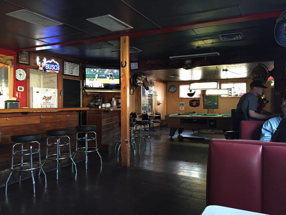 Meet'n Place Tavern: 501 Main St, Philomath, OR