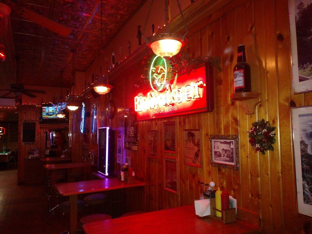 Caddy Shack: 150 N Main St, Pardeeville, WI