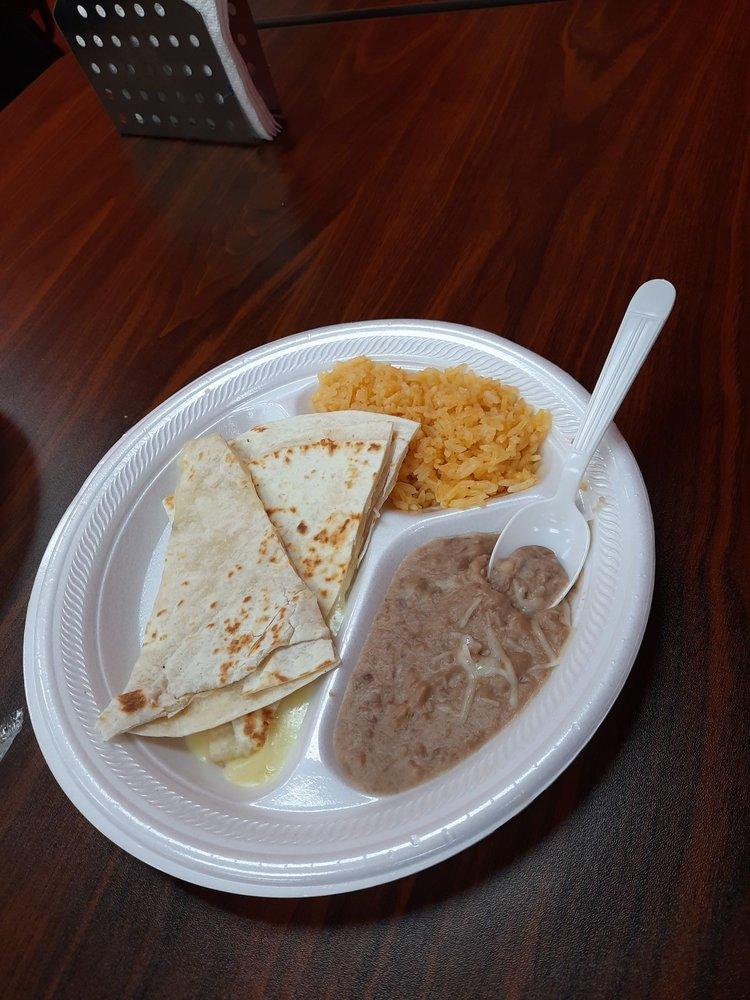Taquero El Vaquero: 1320 N Grand Ave, Gainesville, TX