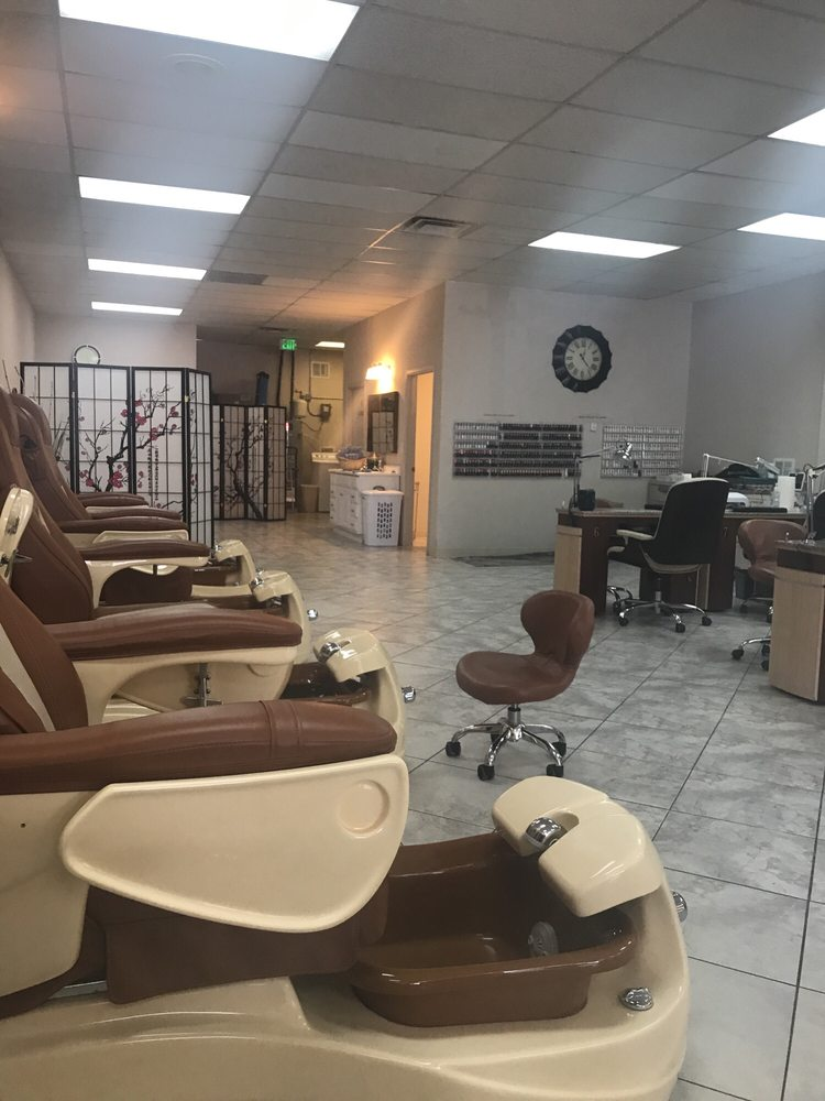 Amy's Nails & Spa: 1430 Railroad Ave, Rifle, CO