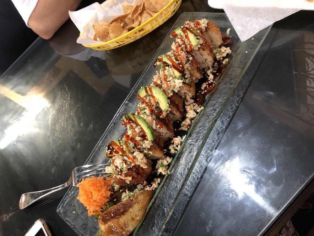 Mariscos Y Sushi Los Tomateros: 10112 State St, Lynwood, CA