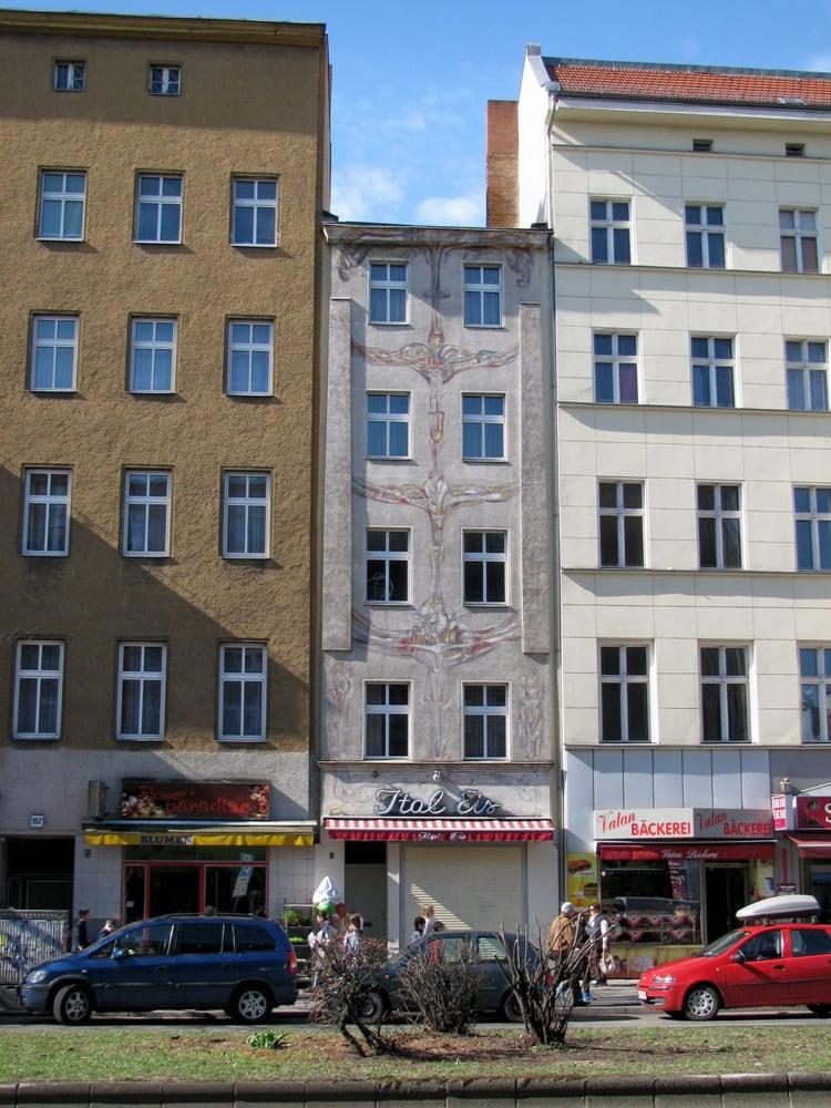 fotos zu das schmalste haus berlins yelp. Black Bedroom Furniture Sets. Home Design Ideas
