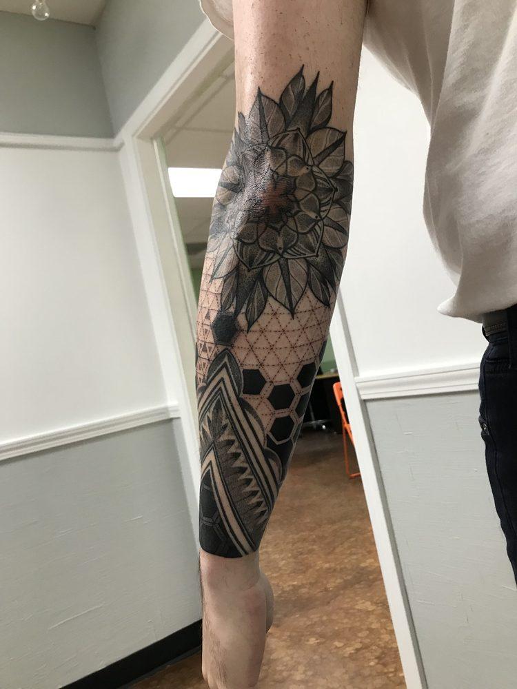 A Thin Line Tattoo of Batavia: 9 E Wilson St, Batavia, IL
