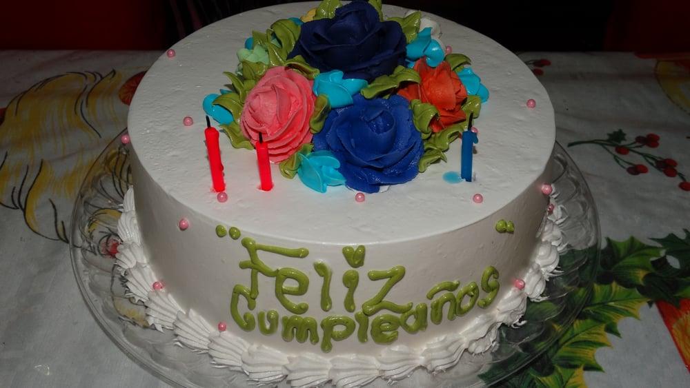 Pastel De Coco De Doña Anita Decorado Para Cumpleaños