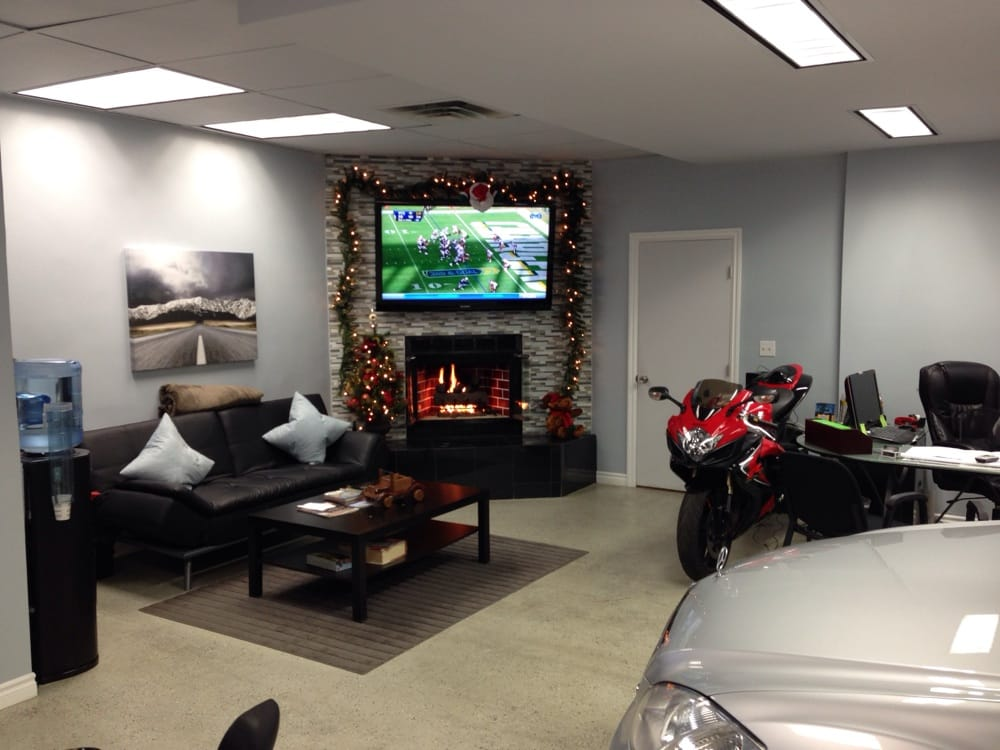Great lobby area with coffee and tea yelp for Regan motors thousand oaks ca